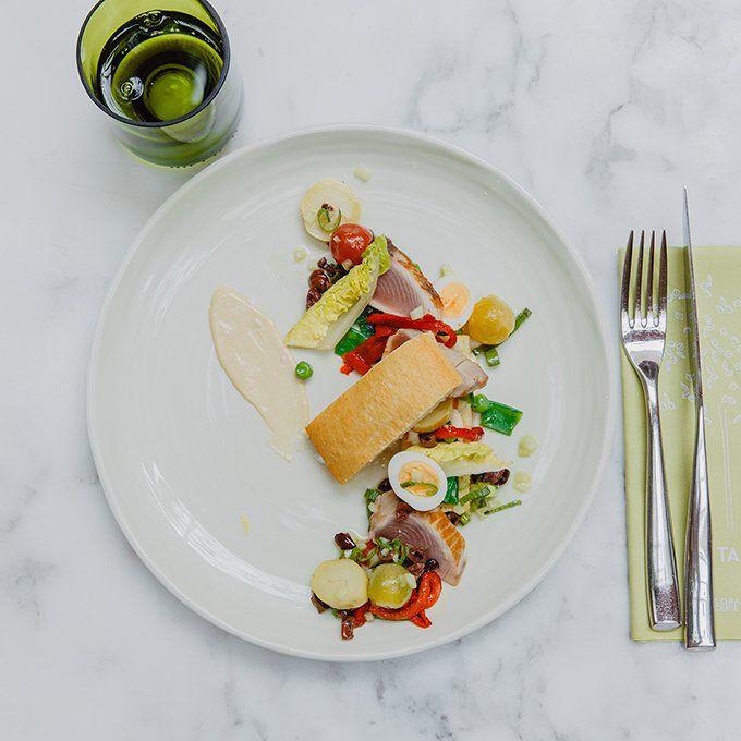 Pan-bagnat - Seared skipjack tuna, anchovy emulsion & tarragon Recette proposée par La Grande Épicerie de Paris