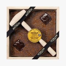Milk chocolate to break with pieces of salted caramel butter Le Comptoir de Mathilde